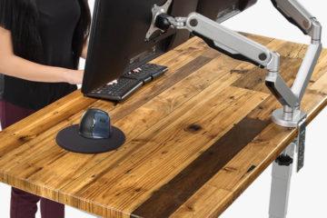 Výškově nastavitelný pracovní stůl pro stání