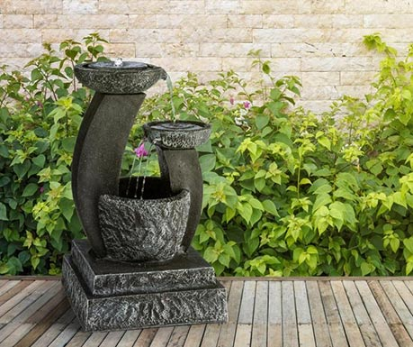 Zahradní fontánka z umělého kamene
