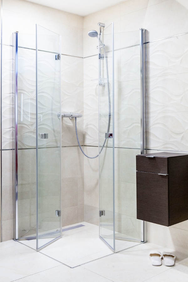 Skládací sprchový kout do bezbariérové koupelny