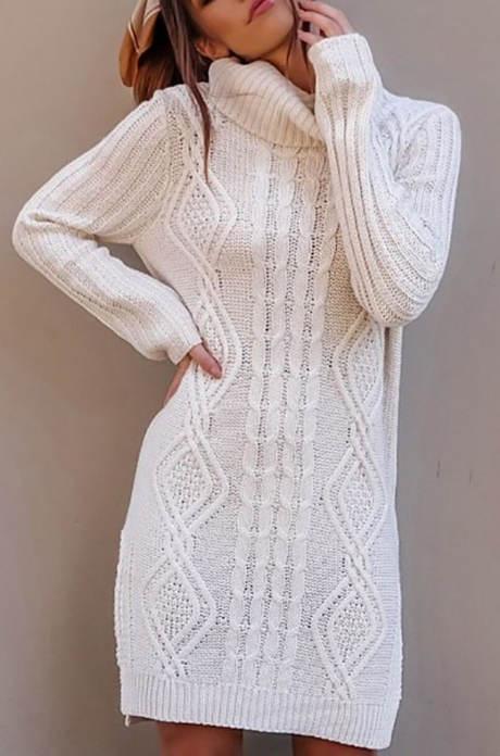 Dlouhý bílý svetr s rolákem